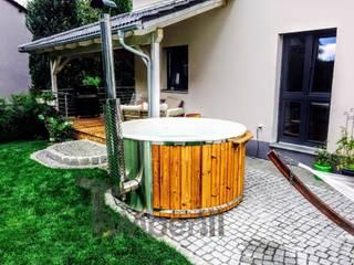 Hottub Fiberglas met geïntegreerde kachel Thermohout Wellness Royal:   door TimberIN hot tubs en sauna's