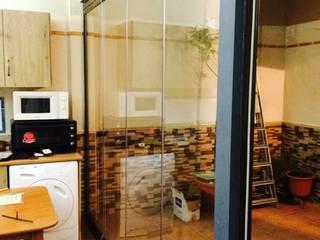 Cerramiento de porche en Ciudad Real:  de estilo  de Acristalamientos Madrid