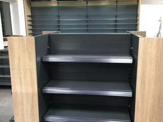 Mittelgondel mit Stirnregalen:  Ladenflächen von Reinhardt Ladenbau GmbH