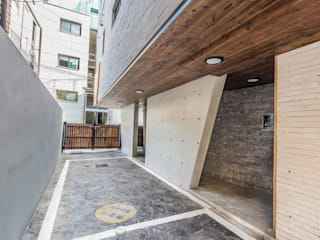 Modern Garage and Shed by 집으로 Modern