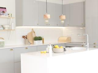 HOUSE LIBERDADE: Armários de cozinha  por Catarina Batista Studio