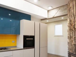 Ristrutturazione appartamento 120 mq: Cucina attrezzata in stile  di Fabiola Ferrarello architetto