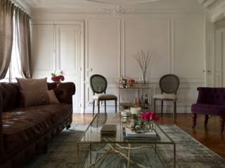 Parisian chic Haussmannian apartment by Lichelle Silvestry Salon classique par Lichelle Silvestry Classique