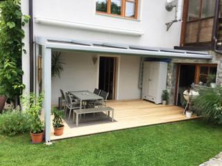 Gemütlicher Platz unter einer Terrassenüberdachung Schmidinger Wintergärten, Fenster & Verglasungen Gartenhaus Glas Grau