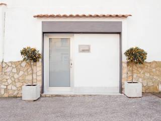 Entrata: Ingresso & Corridoio in stile  di manuarino architettura design comunicazione