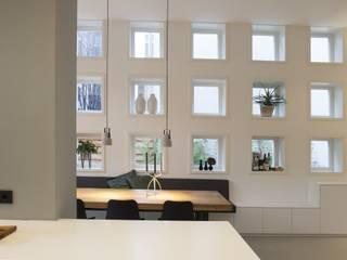 Salle à manger de style  par Thijssen Verheijden Architecture & Management