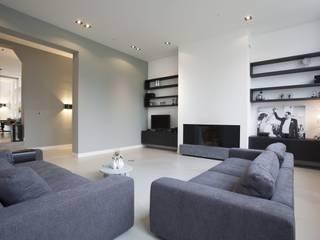 Salon de style  par Thijssen Verheijden Architecture & Management