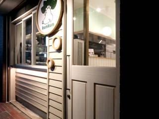 木の質感: designista-s (デザイニスタ エス)が手掛けたレストランです。