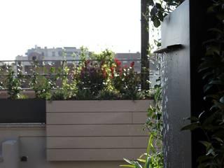Terraza de vivienda - Fuente Jardines de estilo moderno de La Habitación Verde Moderno