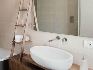 Casa A+R Bagno moderno di manuarino architettura design comunicazione Moderno