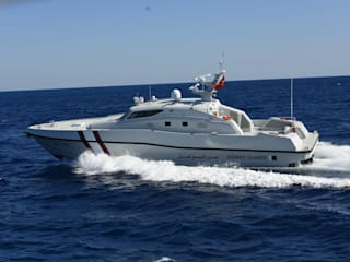 IMBARCAZIONI COMMERCIALI E MILITARI Yacht & Jet in stile industriale di Gloss Design Industrial