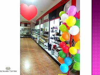 Decoración de locales comerciales. San Valentín:  de estilo  de CONSUELO TORRES