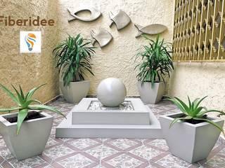 Fuente y macetas de fibra de vidrio de FIBERIDEE Moderno