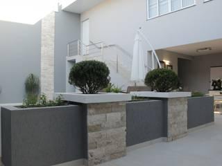 reforma área de lazer Piscinas modernas por Fernanda Chiebao- ARCHI Moderno
