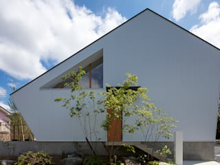 House in Nishimatsugaoka by arbol Minimalist