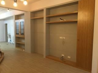 新店:  更衣室 by Joy Full Interior Designer 佐輔室內裝修