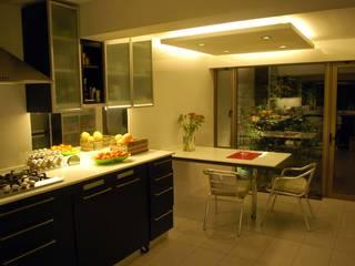 Modern Kitchen by Selica Modern