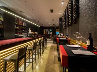 Construcción de restaurante:  de estilo  de LCC, Licitaciones y Contrataciones de Construcción