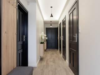Korytarz do gabinetów: styl , w kategorii Kliniki zaprojektowany przez ARCHAMO architektura