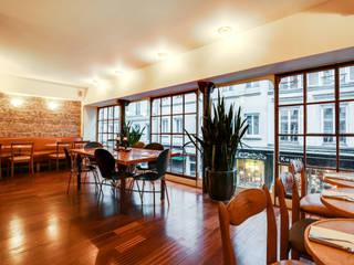 Salle de l'étage: Locaux commerciaux & Magasins de style  par S'PACE HABITAT / S'PACE HOME DESIGN