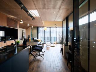 Pisos de estilo  por 一級建築士事務所 株式会社KADeL, Moderno