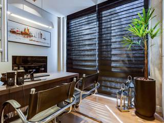Ruang Studi/Kantor Modern Oleh Adriane Cequinel Varella Arquitetura Modern