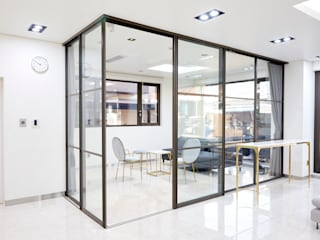 Modern style study/office by 이건창호,이건마루,이건라움 Modern