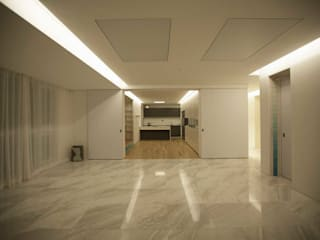 Living room by kimapartners co., ltd.
