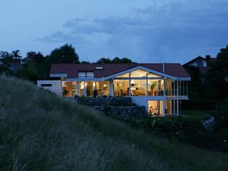 Modern houses by DAVINCI HAUS GmbH & Co. KG Modern