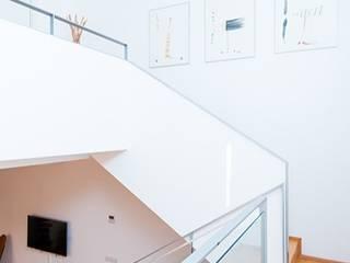 Hành lang, sảnh & cầu thang phong cách tối giản bởi ETNA STUDIO Tối giản