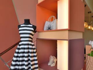 Boutique I: Lojas e espaços comerciais  por Cervus Concept & Retail,Moderno