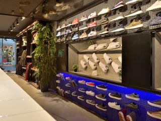 Sport II Lojas e Espaços comerciais modernos por Cervus Concept & Retail Moderno