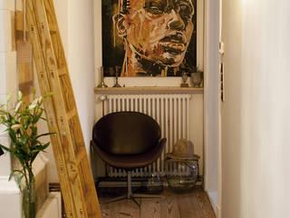 Schiller Moderner Flur, Diele & Treppenhaus von Pizzeghello - Architekten Berlin Modern