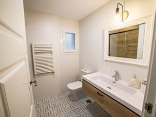 Casas de banho clássicas por Vivienda Sana Clássico