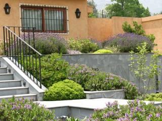 Jardín Familia Córdova Jardines de estilo clásico de Aliwen Paisajismo Clásico