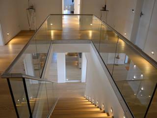 Wohnung 2:  Treppe von DRECHSLER INTERIORS