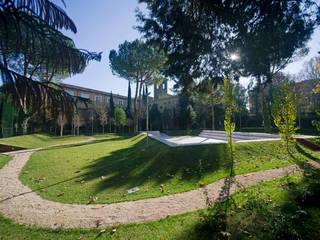 GIARDINO: Studio in stile in stile Mediterraneo di DELISABATINI architetti