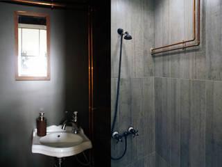 Ванная с элементами ретро и индустриального стиля: Ванные комнаты в . Автор – ИЮНЬ