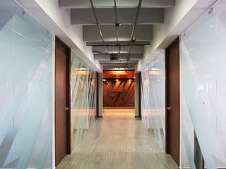 Oficinas ER de Dionne Arquitectos Moderno