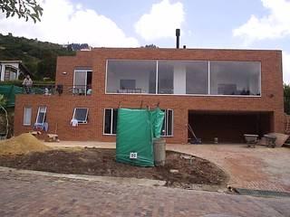 Casas modernas de Proyectum SAS Moderno