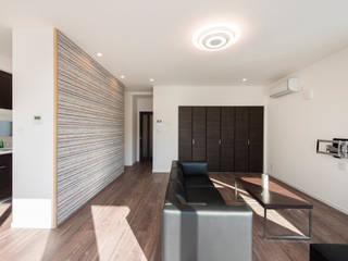 M HOUSE モダンデザインの リビング の 安藤建設株式会社 モダン