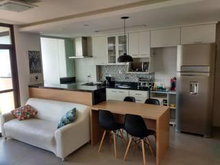 APARTAMENTO EM ICARAÍ - NITERÓI: Cozinhas modernas por Maria Helena Torres Arquitetura e Design