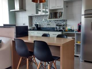 Cocinas de estilo moderno por Maria Helena Torres Arquitetura e Design