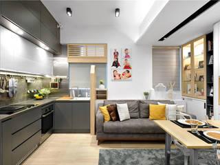 Grand Garden, Sai Wan Ho, Hong Kong:  Living room by Darren Design & Associates 戴倫設計工作室
