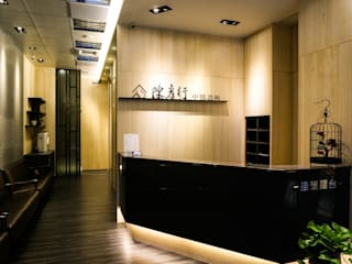 Couloir et hall d'entrée de style  par 沐築空間設計,