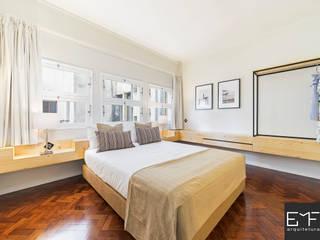 Camera da letto in stile  di EMF arquitetura