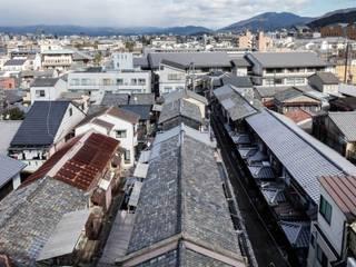 山本嘉寛建築設計事務所 YYAA:  tarz Beşik çatı