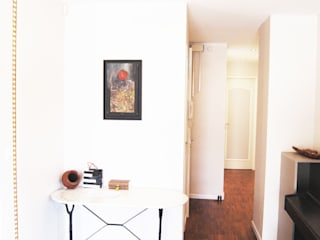 Couloir: Couloir et hall d'entrée de style  par TAG