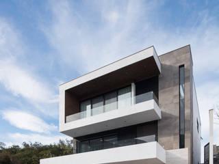 Single family home by Nova Arquitectura