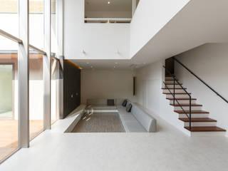 都市なかのコートハウス: Lods一級建築士事務所が手掛けたリビングです。,モダン